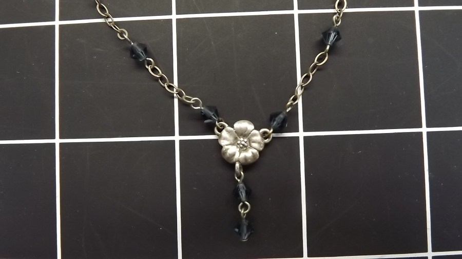 VINTAGE STERLING SILVER 925 FLOWER NECKLACE W/ BLUE BEADED STONES 2.7GRAMS 2