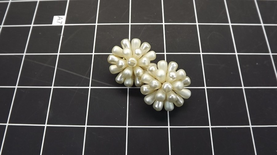 VINTAGE ANTIQUE COSTUME PEARL CLUSTER CLIP ON EARRINGS 1