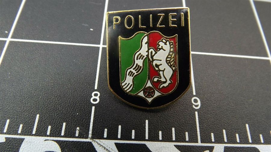 """BRAND NEW Lapel Pin ENAMELED GERMAN POLICE """"POLIZEI"""" GUARANTEED FOR LIFE 1"""