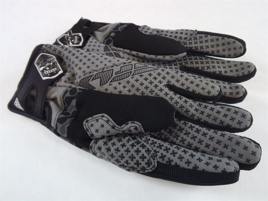 New FLY SWITCH SNOW GLOVE BLACK/GRAY BMX SNOWMOBILE THINSULATE Size 6 (Youth Lar 3