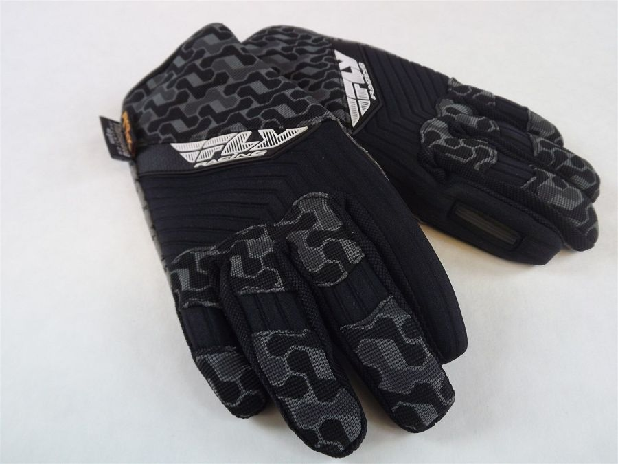New FLY SWITCH SNOW GLOVE BLACK/GRAY BMX SNOWMOBILE THINSULATE Size 6 (Youth Lar 4