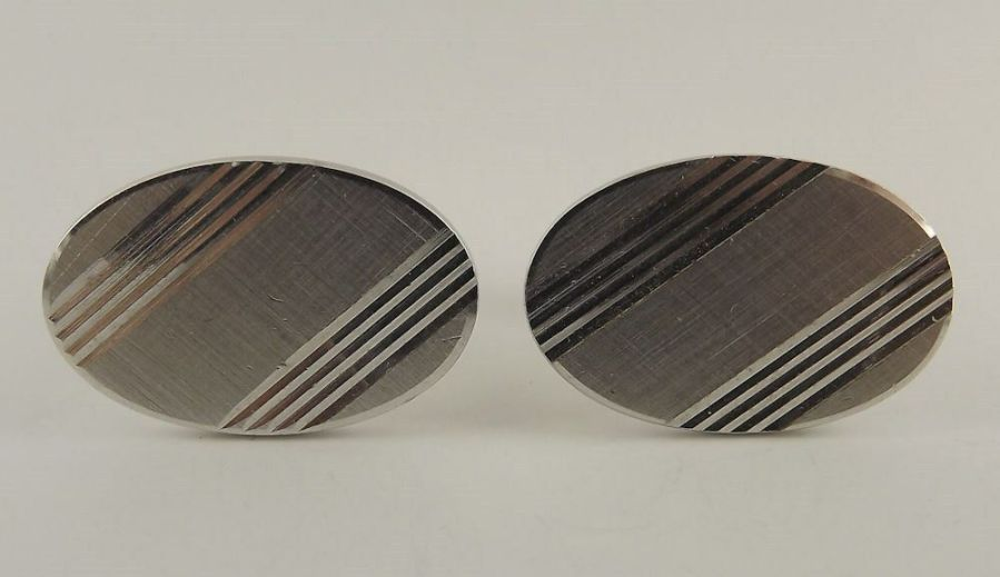 Vintage Silver Tone Oval ID Lined Pattern Mens Cuff Links 1