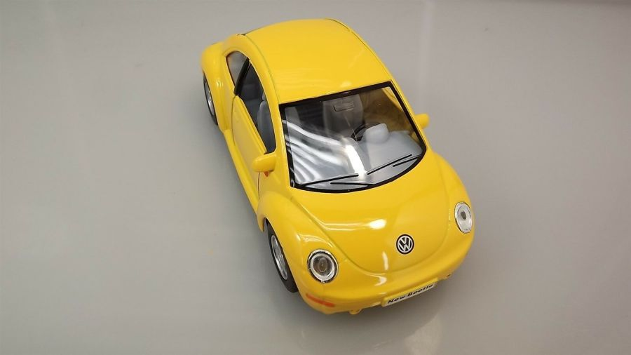 "Collectible Die Cast YELLOW Volkswagen ""NEW BEETLE"" VW 1:32 Scale 5"