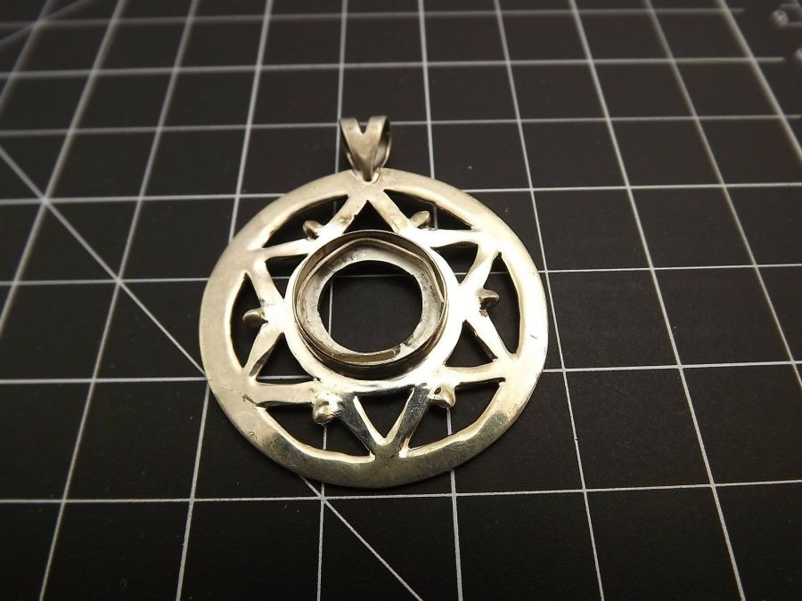 Sterling Silver 925 LARGE PENDANT FOR REPAIR OR PARTS Circle 8.3 Grams 1