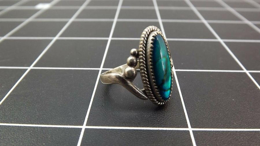 DEAD PAWN Vintage DYED BLUE MOTHER-OF-PEARL Ring 3.4 Grams Size 7-1/2 4