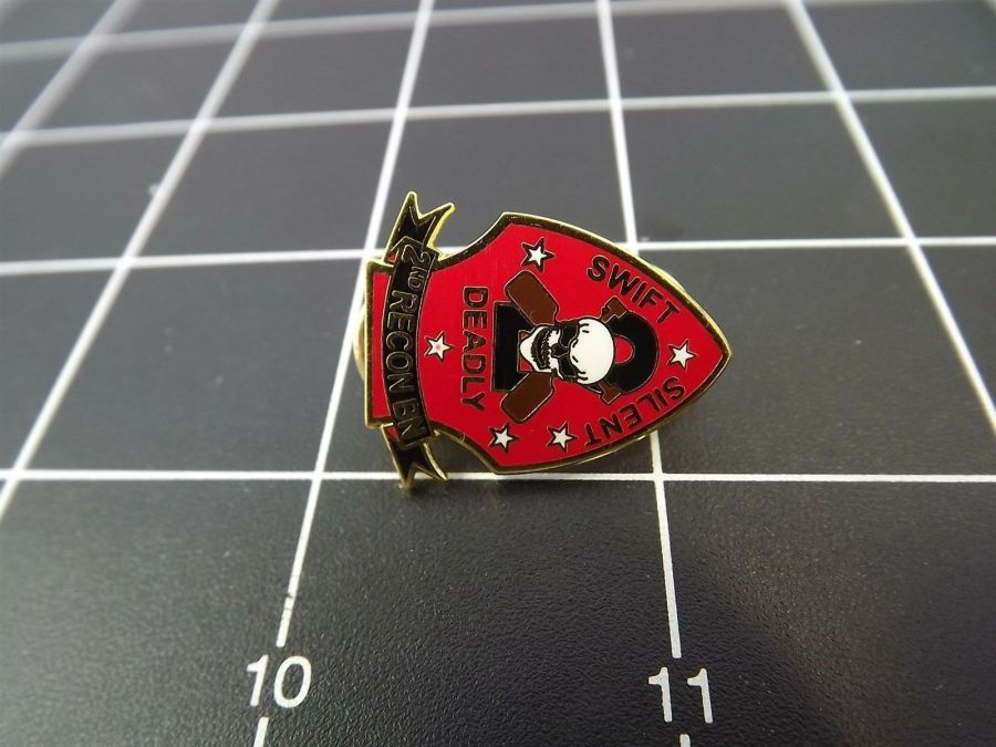 "BRAND NEW Lapel Pin USMC 002ND Recon Battalion Swift Silent Deadly 1"" 2"