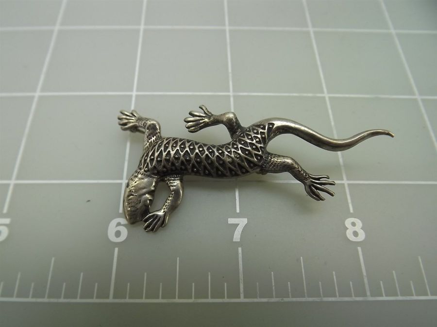 DEAD PAWN Vintage Sterling Silver Native American LIZARD Reptile Brooch Pin 5