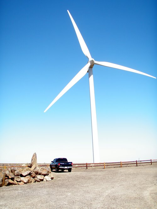 Just to give you some perspective... that's my truck a Dodge Dakota 1/2 ton and it looks like a micro machine next to the windmill (and if you know what a micro machine is - hello child of the 80's!)