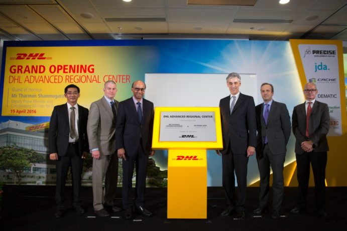 Tharman Shanmugaratnam, Deputy Prime Minister & Coordinating Minister for Economic and Social Policies, Singapore (3rd from left) and Frank Appel, CEO, Deutsche Post DHL (3rd from right) and DHL Supply Chain Senior Executives at the DHL Supply Chain Advanced Regional Centre Launch.