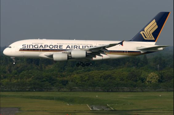 Record quarter loss spurs Singapore Airlines to seek liquidity