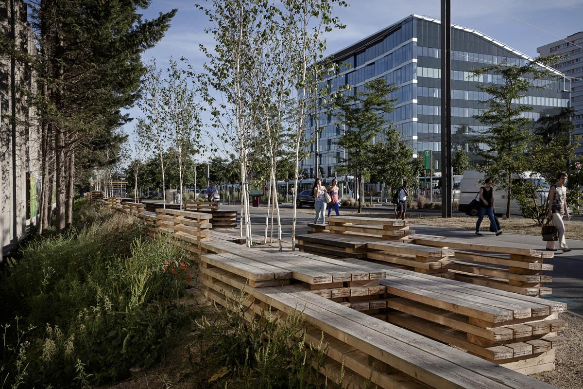 """""""Banc-paysage"""" : Mobilier éphémère d'anticipation, sur l'espace public de la ville de Bezons - Installation de Gilles Brusset, paysagiste-artiste"""