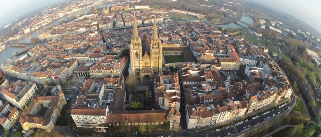 Cathedrale_vue_du_ciel_bayonne