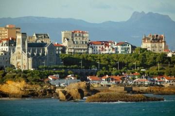 biarritz-vue-sur-l-ocean-et-la-plage-pays-basque-trois-couronnes