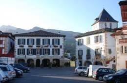 sare-mairie-clocher-pays-basque