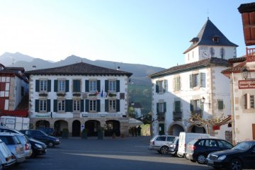 sare-mairie-clocher-pays-basque