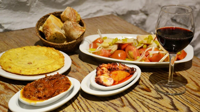 bodega-pays-basque-san-sebastian-pintxos-donostia-plats