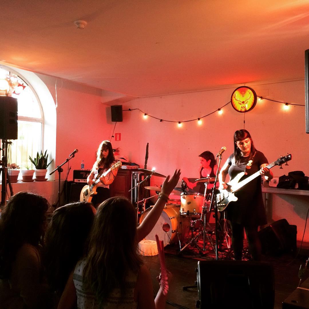 une-journee-dans-le-quartier-de-san-sebastian-gros-pays-basque-groupe-de-musique