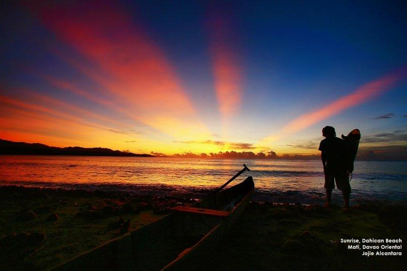 Sunrise in Dahican © Jojie Alcantara