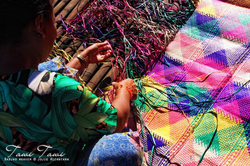 Badjao weaver by Jojie Alcantara