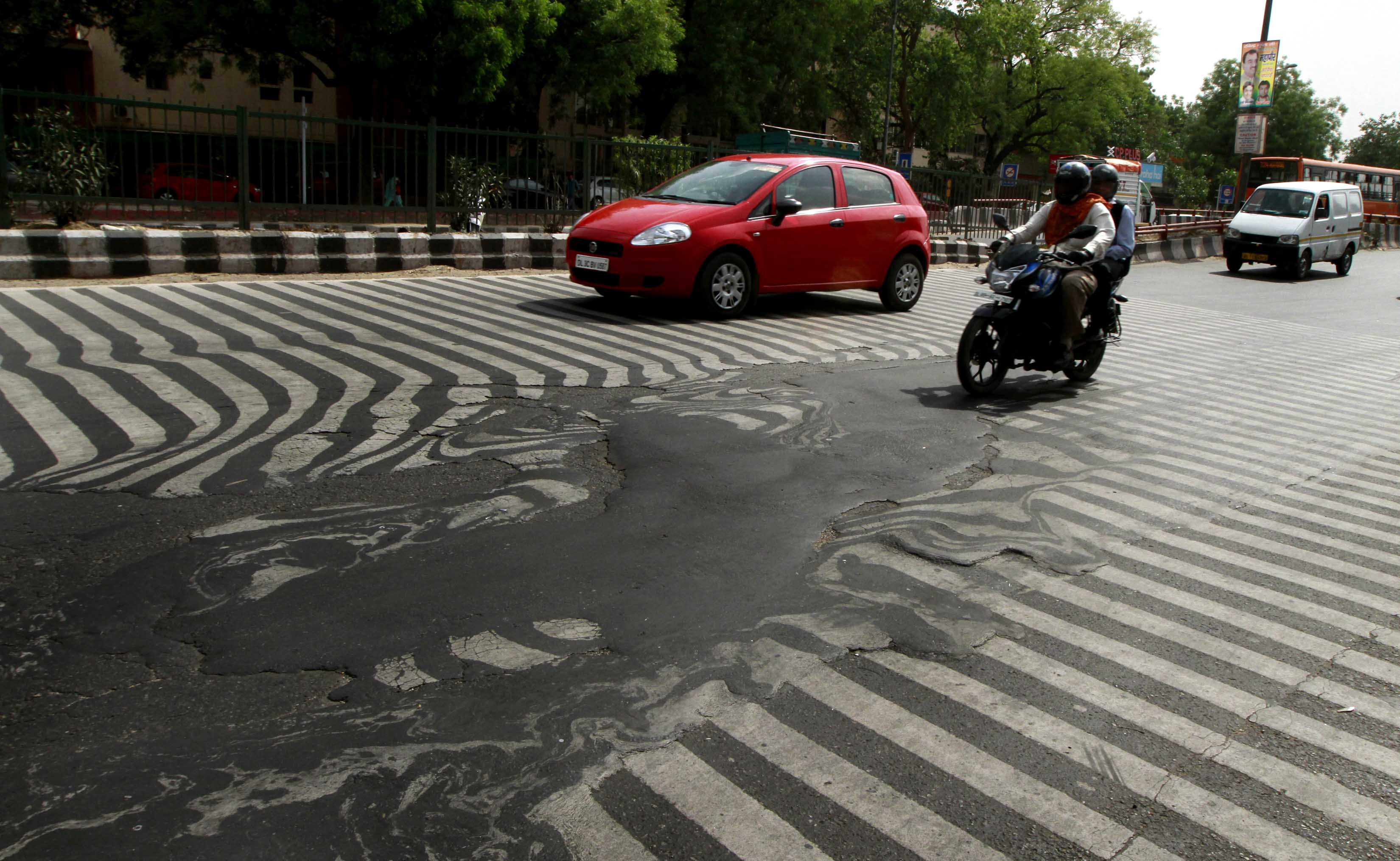 A road melt near Safdarjung Hospital after the Temperature rise to 113 degrees. Photo by Sanjeev Verma/Hindustan Times via Getty Images
