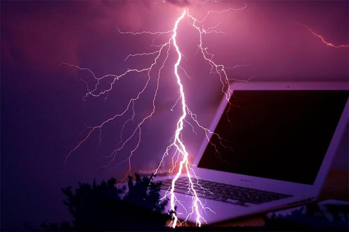 雷でパソコンが壊れた