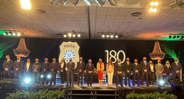 Vice-governador e Secretário da SSP/RS, Chefe de Polícia e demais autoridades ao lado dos Xerifes das turmas de formandos