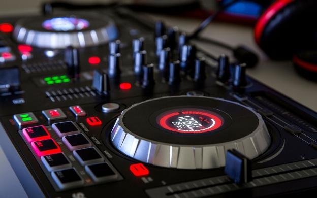 DJ Controllers | Numark Mixtrack Platinum is now DEX 3 and