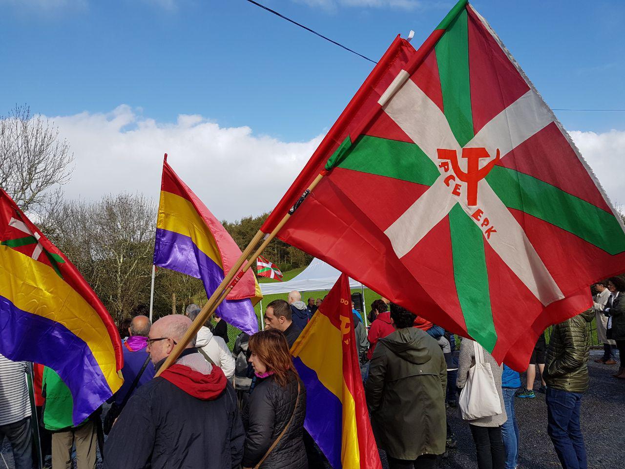 El Partido Comunista de Euskadi-EPK reivindica la Tercera República en el acto de homenaje a los fusilados en Pikoketa.