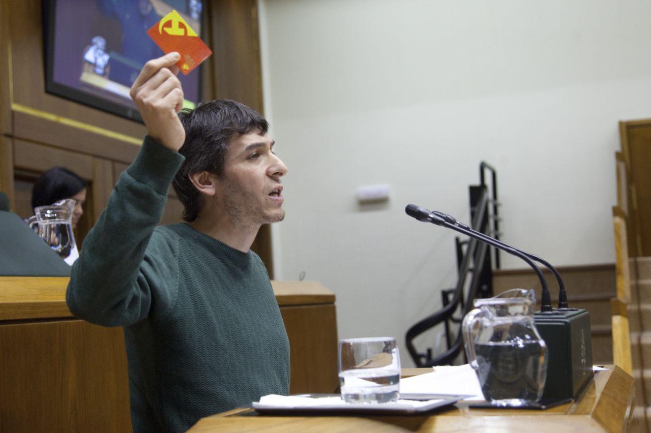 El Partido Comunista de Euskadi-EPK critica la negativa del PNV y del PP a la tramitación de la Ley de reparación jurídica de las víctimas del franquismo.