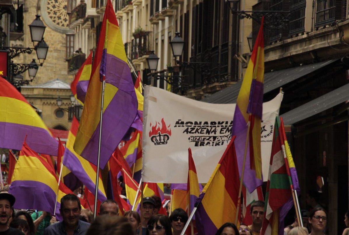 Imágenes de la manifestación por la III República en Donostia.