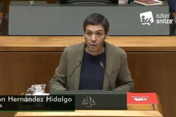 El SG del PCE-EPK defiende en el Parlamento Vasco una iniciativa para actuar sobre el Valle de los «caídos» y exhumar los restos de vascos.