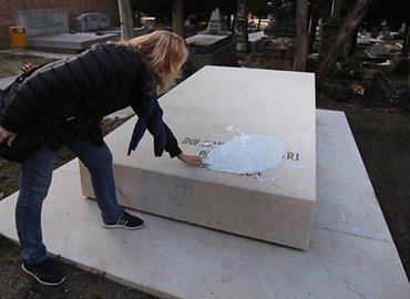 Ante el ataque fascista contra las tumbas de Dolores Ibárruri y de Pablo Iglesias: repulsa e indignación.