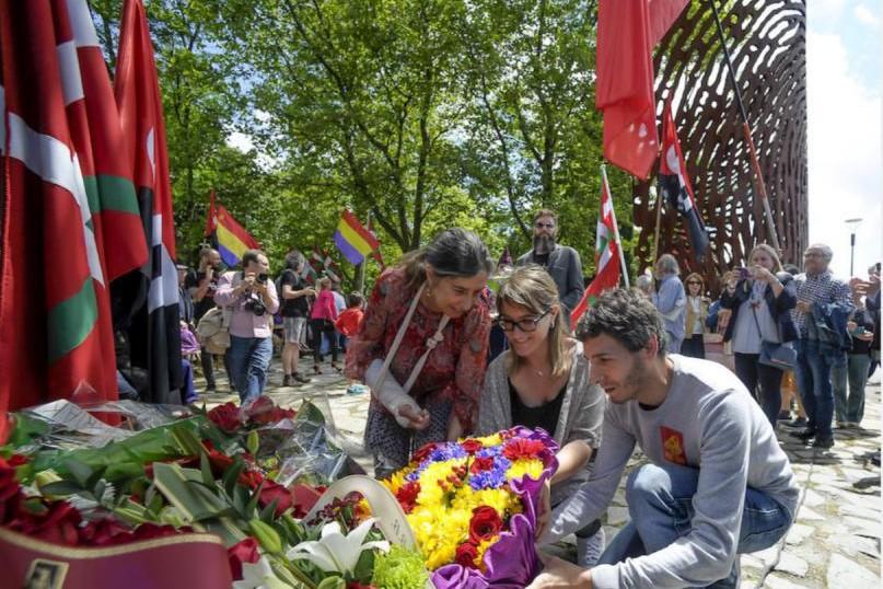 Hernández (Elkarrekin P.) y Arzuaga (EH Bildu) llevan al parlamento al propuesta de Ley de Mª Hª de la plataforma contra los crímenes del franquismo.
