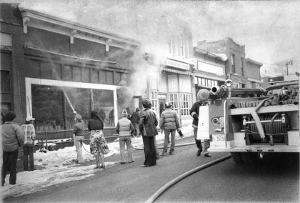 possibly February 1978, fire at 440 Main Street and/or 438 Main Street (Caboose/Car 19), onlookers watch as firemen work