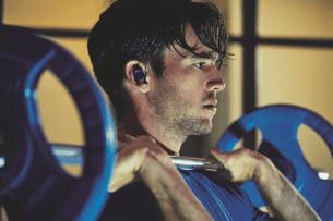 jabra-elite-sport-male-weightlift