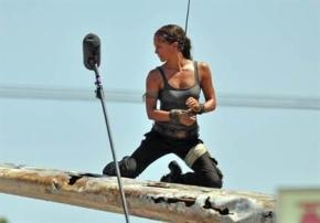 tomb raider set photo 1