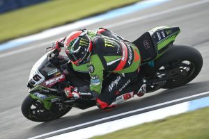 Tom Sykes en Donington Park Carrera 2