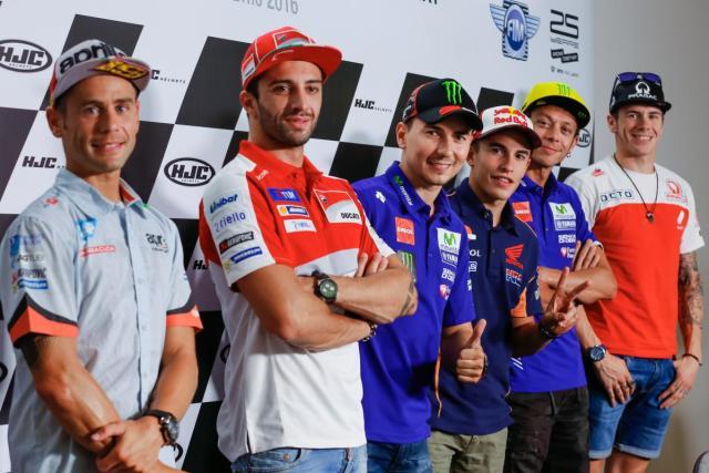 Bautista, Iannone, Lorenzo, Márquez. Rossi y Redding - © MotoGp.com