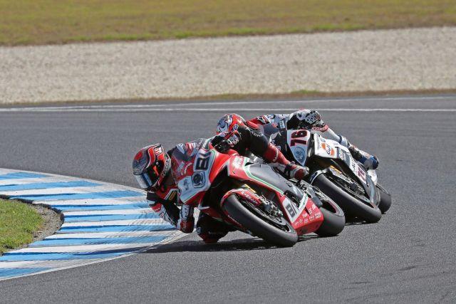 Jordi Torres y Loris Baz durante la segunda carrera de Superbike en Phillip Island