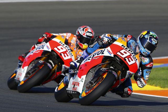 Álex Márquez y Marc Márquez ruedan con la Honda MotoGp en los test de Valencia 2014