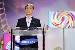 Boo-Keun Yoon, president of Samsung's Visual Display Business delivering a unique Samsung keynote at CES 2011 on Thursday, January 6, 2010, in Las Vegas. PHOTO BY RONDA CHURCHILL
