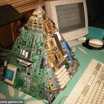 computer-pyramid