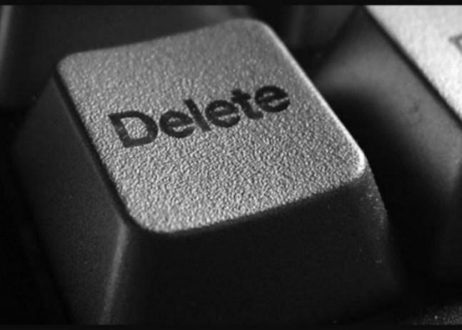 in questa immagine è presente il tasto delete per cancellare dalla tastiera del pc