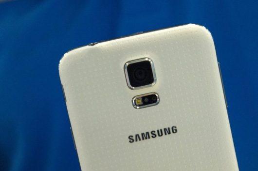 Immagine di un device Samsung, tra gli smartphone Android per il Black Friday
