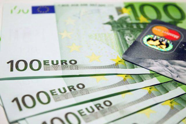 WhatsApp, occhio alle nuove truffe online: multa da 100 euro?