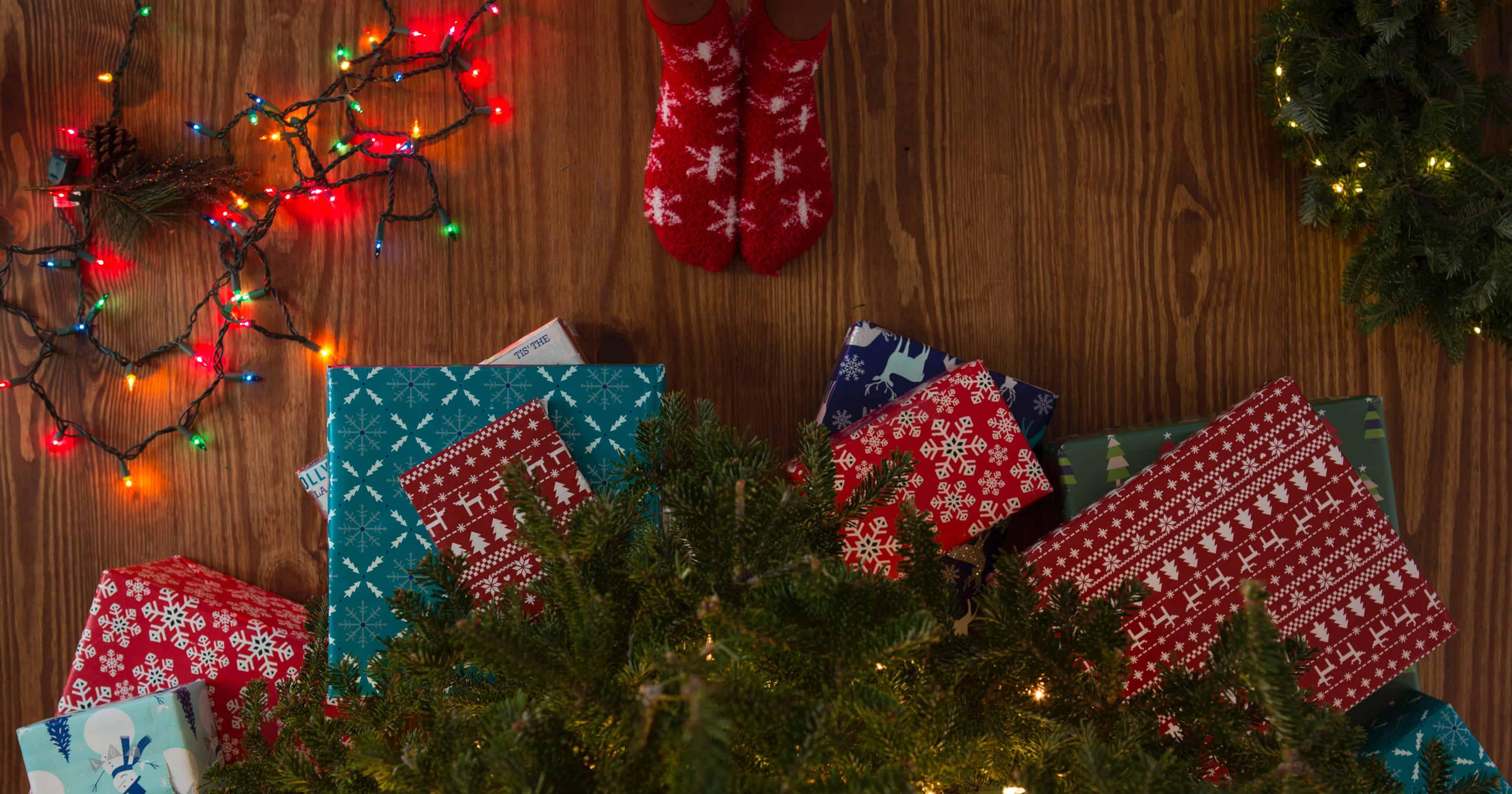 Illustrazione di bambini apertura regali di natale archivio fotografico. Regali Di Natale Dieci Libri Per Bambini E Ragazzi Pde