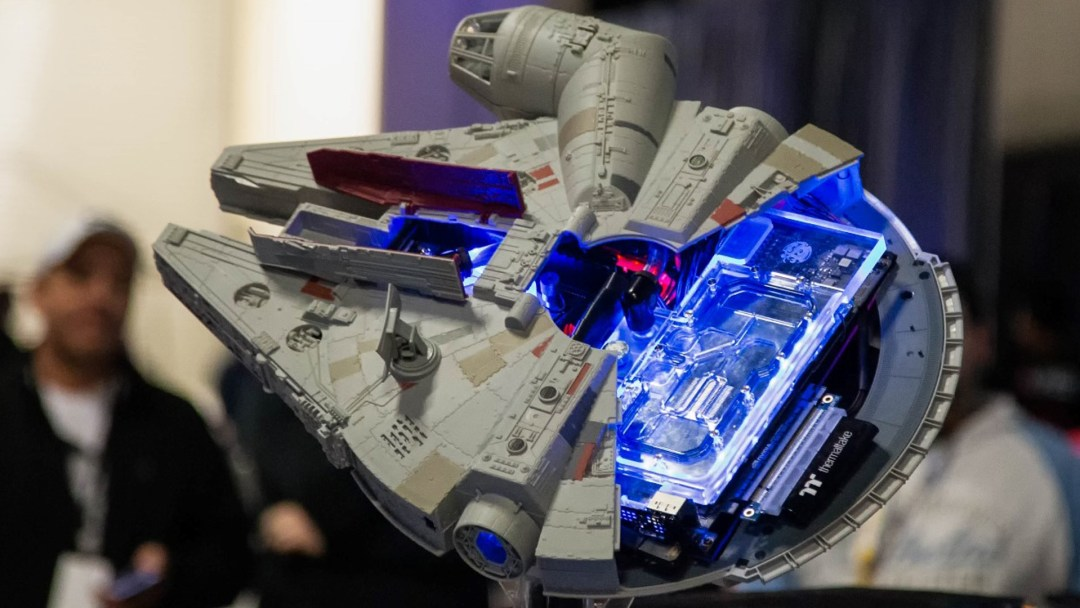 Star Wars millennium falcon case mod