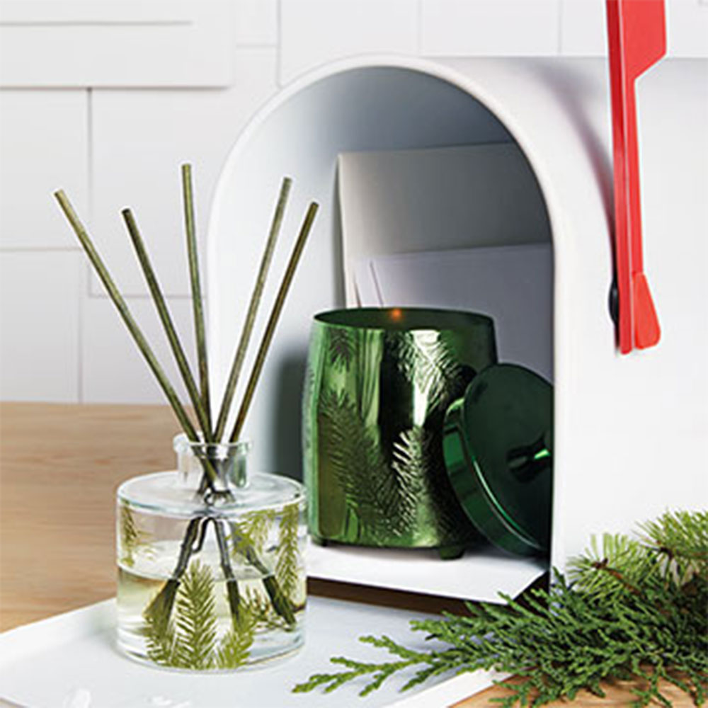 Thymes Frasier Fir Green Metal Poured Candle Tin Richly