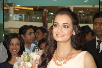 Dia Mirza at The Body Shop Store in Select City Walk
