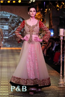 manish-malhotra-bridal-lehenga-delhi-couture-week-2012